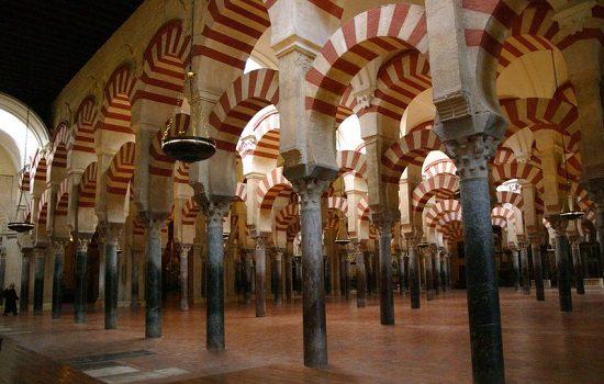 los-patios-mezquita-alhambra-giralda-andalucia-es-turismo-cultura-vivela