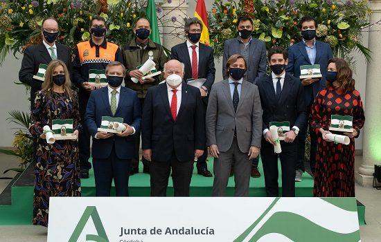 junta-entrega-banderas-de-andalucia-cordobeses-talento-generosidad