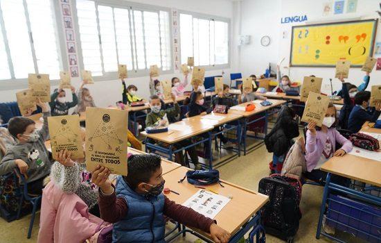 ayuntamiento-reparte-18000-mascarillas-escolares-maestros-pozoblanco