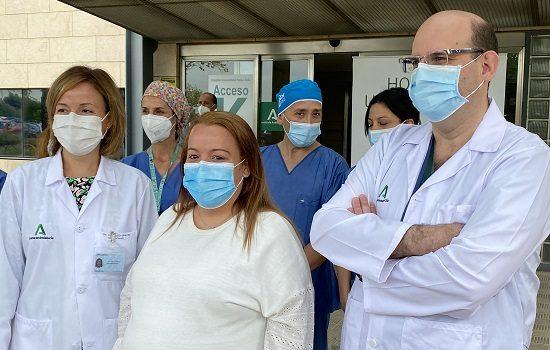 hospital-reina-sofia-realiza-primera-vez-extraccion-calculos-embarazada-por-cirugia-robotica