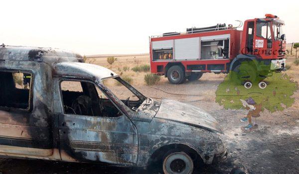 arde-un-vehiculo-en-camino-situado-en-carretera-hinojosa-valsequillo