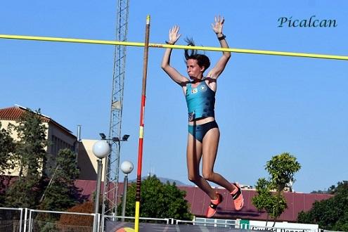 la-atleta-de-dos-torres-cristina-lopez-campeona-de-andalucia-pertiga