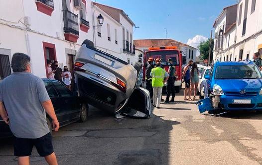 un-herido-al-volcar-su-vehiculo-despues-colisionar-otro-belalcázar