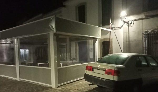 instalacion-de-carpa-en-bar-de-villaralto-que-ocupa-fachada-vivienda-colindante-motivo-de-discordia