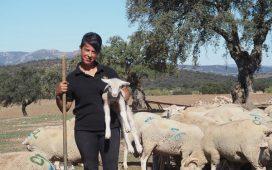 Dos-jóvenes-ganaderas-de-Villanueva-de-Córdoba-dan-testimonio-de-la-importancia-del-arraigo-de-la-mujer-en-el-campo-para-evitar-el-despoblamiento-rural