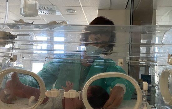 hospital-reina-sofia-mejora-cuidado-pacientes-neonatales-durante-su-ingreso